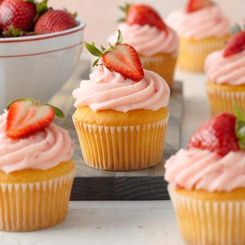 40 Pretty Spring Cupcakes to Try Now