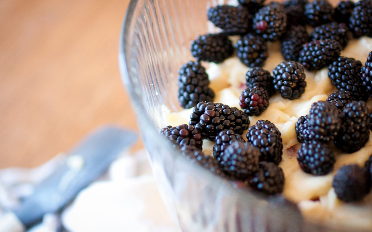 Blackberries trifle layer - how to make trifle