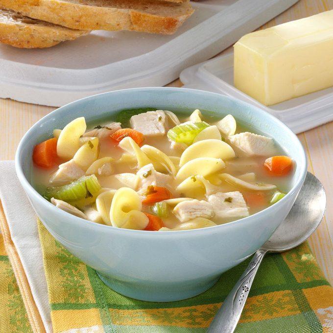 30 Minute Chicken Noodle Soup Exps47480 Hs2776880a05 30 4bc Rms 2