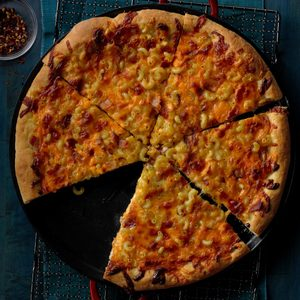 Amazing Mac & Cheese Pizza
