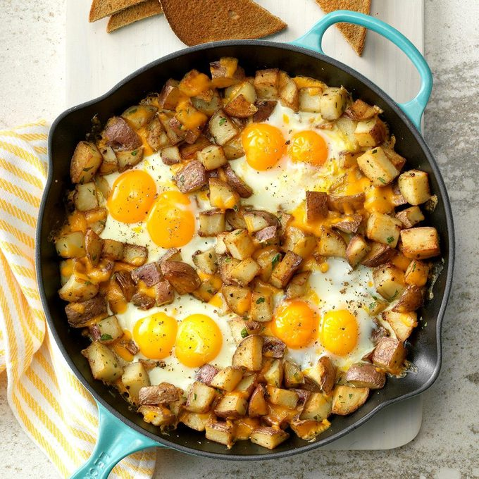Baked Cheddar Eggs Potatoes Exps Cwfm19 134913 C10 12 5b 4