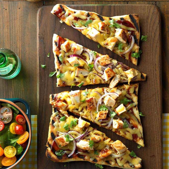 Barbecued Chicken Pizzas Exps Sdjj17 44709 C02 17 2b 3