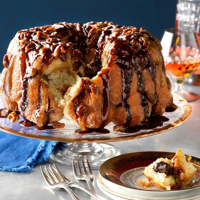 Bourbon Chocolate Pecan Monkey Bread Exps Thd17 206654 D08 15 6b 2