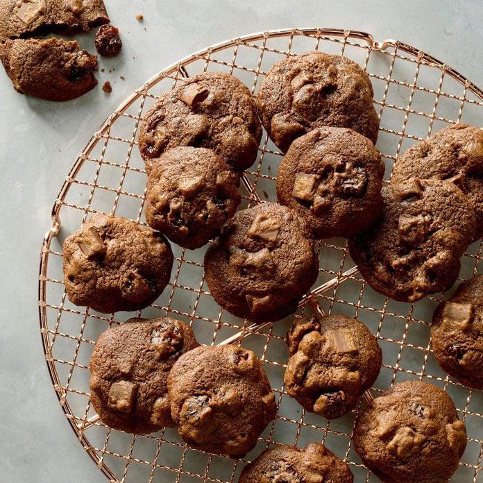 Cherry Chocolate Chunk Cookies Exps Ucsbz17 34669 B05 05 4b 4