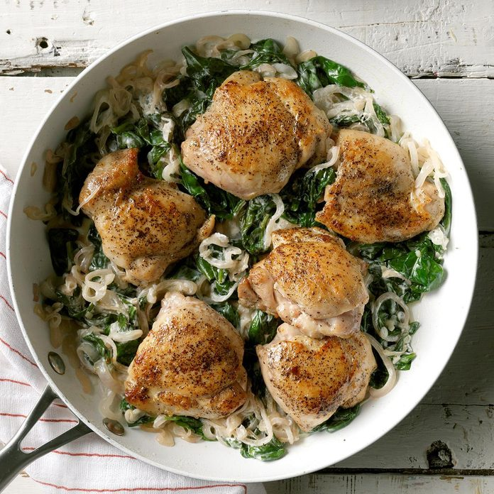 Chicken Thighs With Shallots Spinach Exps Sdam19 45682 C12 12 4b 11