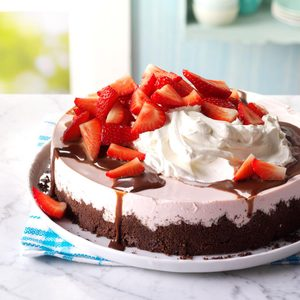 Chocolate-Topped Strawberry Cheesecake