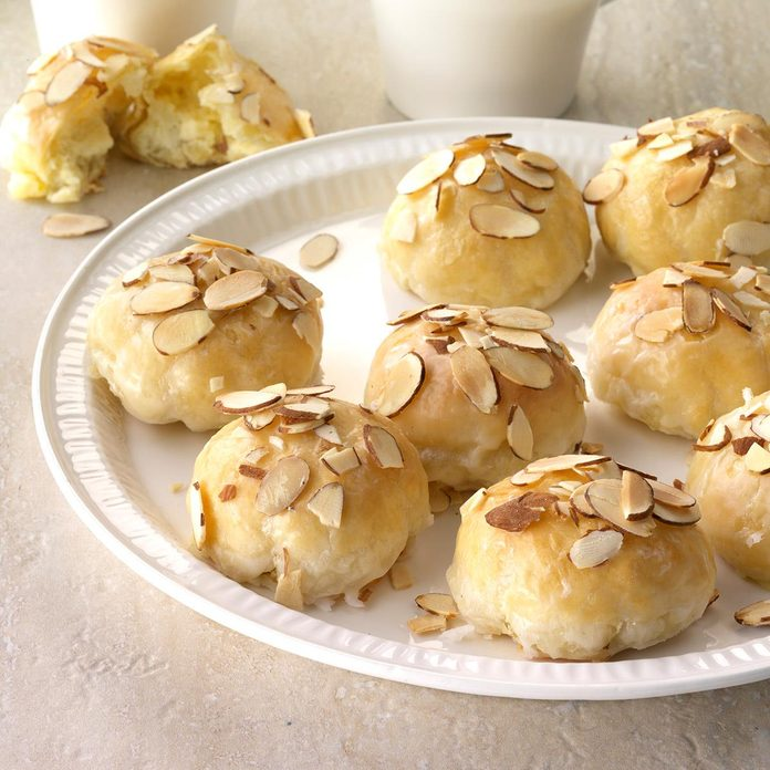 Creamy Lemon Almond Pastries Exps Thfm18 206439 C09 20 7b 5