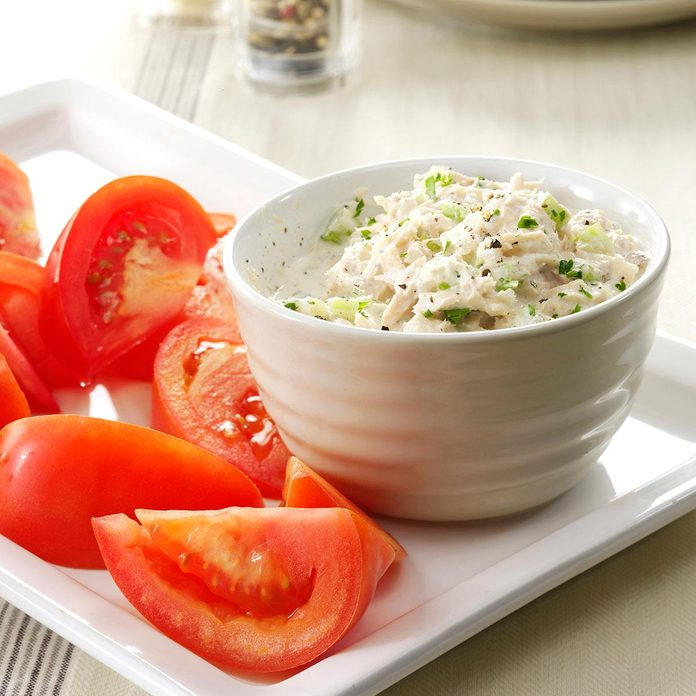 Crunchy Tuna Salad With Tomatoes Exps87145 Sd143205a01 31 3bc Rms 4