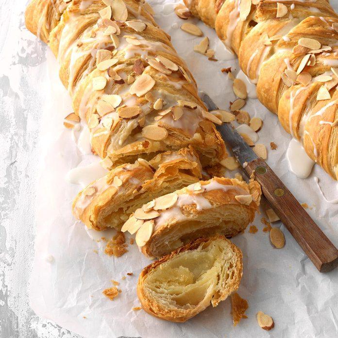 Delicious Almond Braids Exps Fbmz18 110538 C05 08 6b 2