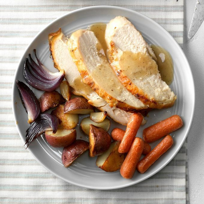 Garlic Roasted Chicken And Vegetables Exps Chbz19 29333 C10 24 6b 3