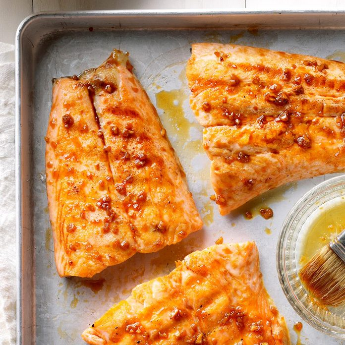 Ginger Glazed Grilled Salmon Exps Sdas17 199494 B04 05 5b 5