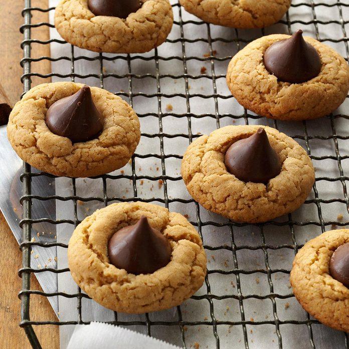 Gluten Free Peanut Butter Kiss Cookies Exps46220 Cw143039d09 11  14b Rms 2