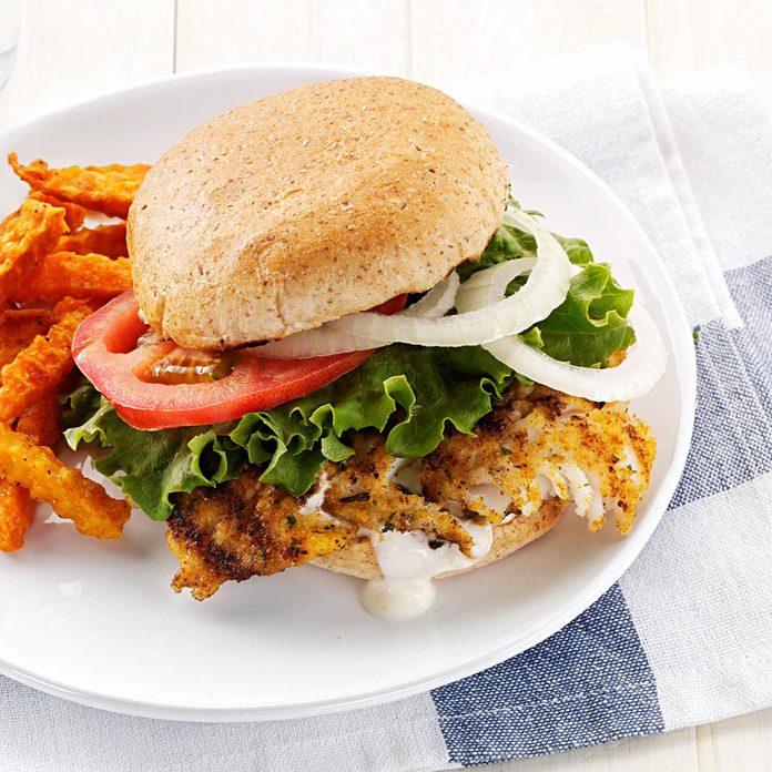Hearty Breaded Fish Sandwiches Exps156783 Thhc2377559a01 20 1bc Rms 3