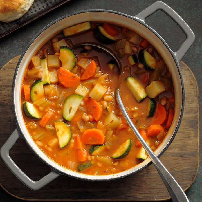 Hearty Italian White Bean Soup Exps Ssbz18 175005 B04 10  6b 2