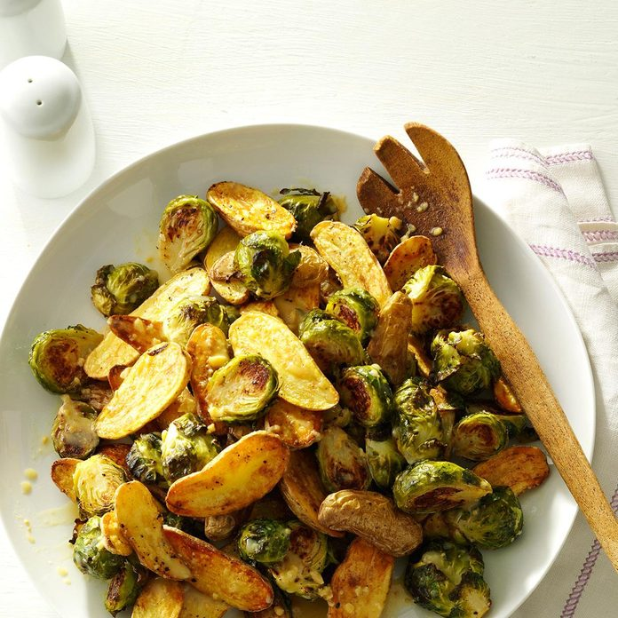 Lemon Roasted Fingerlings And Brussels Sprouts Exps172208 Sd143203d10 15 4bc Rms 5