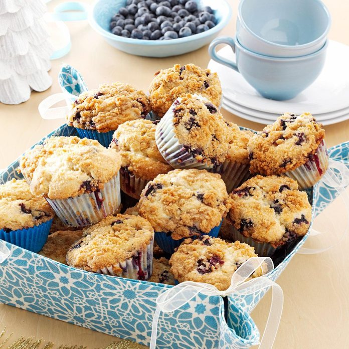 Lemon Streusel Blueberry Muffins Exps59944 Thca2449046a02 03 6bc Rms 3