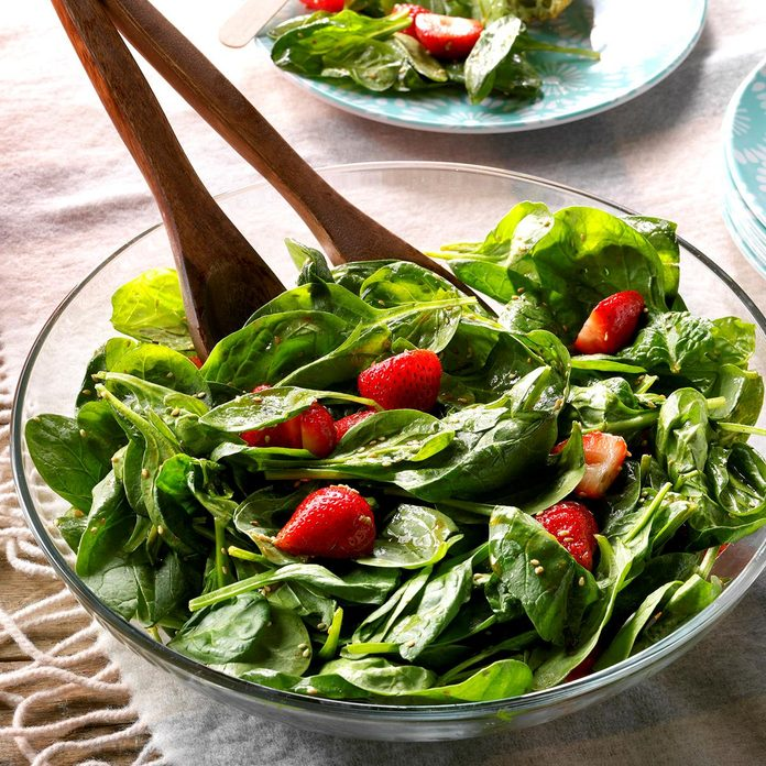 Light Strawberry Spinach Salad Exps Tham18 8020 D11 08 2b 5