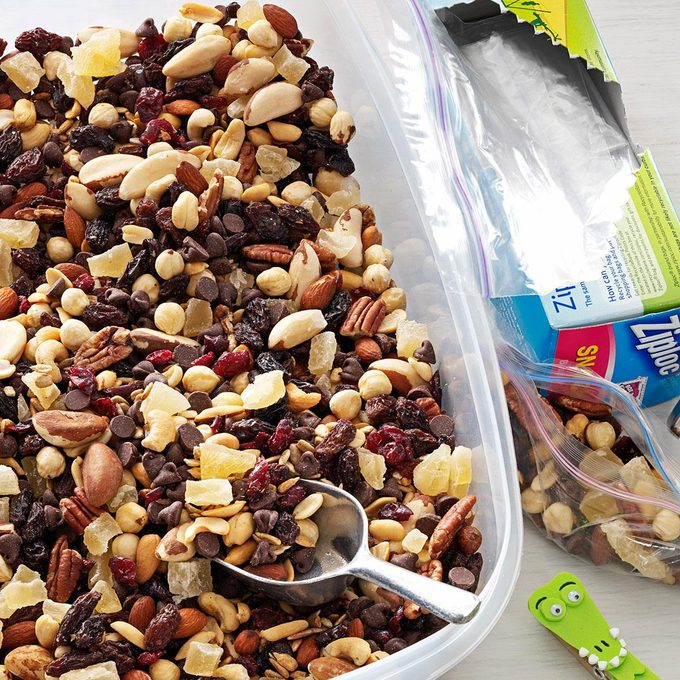 Nutty Berry Trail Mix Exps56502 Th2379800c04 27 3bc Rms 3
