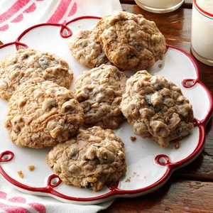 Old-Fashioned Oatmeal Raisin Cookies