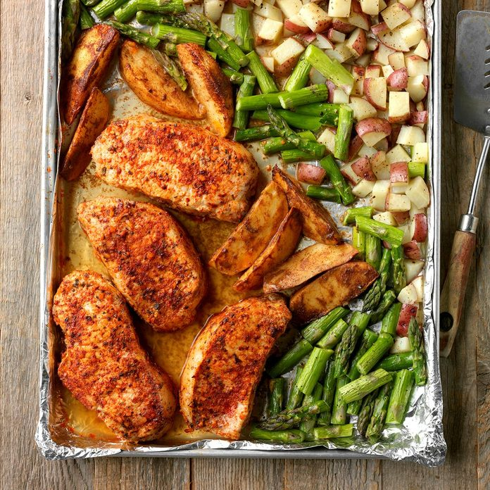 Pork And Asparagus Sheet Pan Dinner Exps Thfm18 207079 D09 14 11b 9