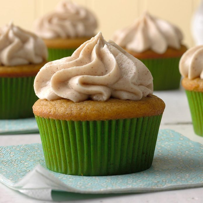 Pumpkin Spice Cupcakes With Cream Cheese Frosting Exps Mrmz16 42386 B09 16 6b 8