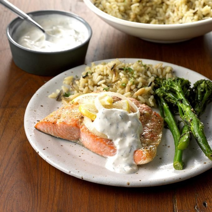 Salmon With Creamy Dill Sauce Exps Ghbz18 22391 C08 09 8b 5