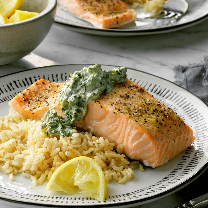 Salmon With Spinach Sauce Exps Cf2bz20 26513 E12 12 6b 2