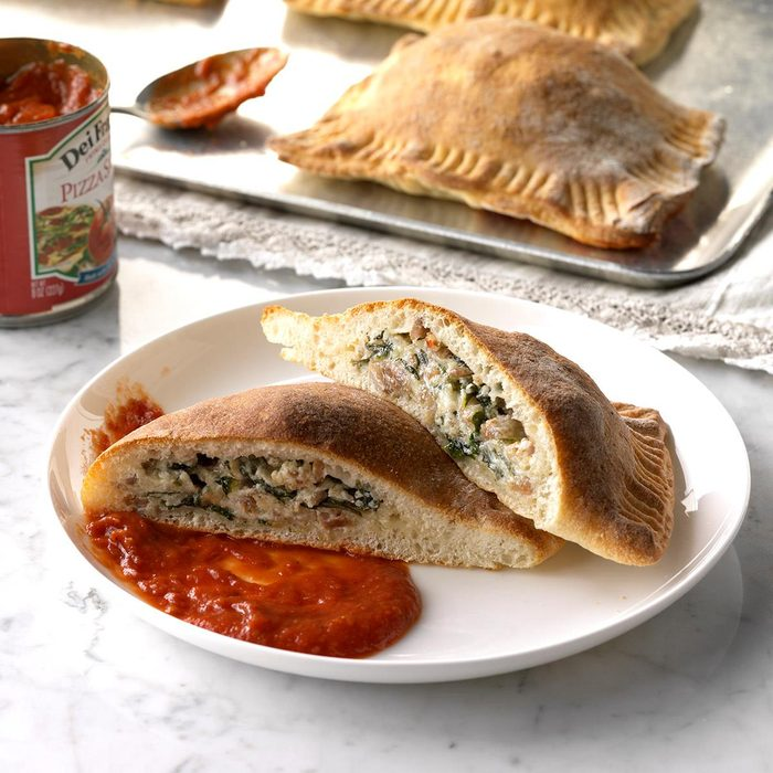 Sausage Spinach Calzones Exps Sdfm18 26276 C10 10 2b