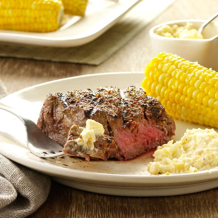 Seasoned Steaks with Horseradish Cream