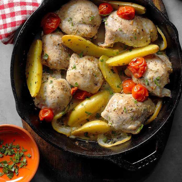 Skillet Roasted Lemon Chicken With Potatoes Exps Cimz17 98413 B07 14 5b 5