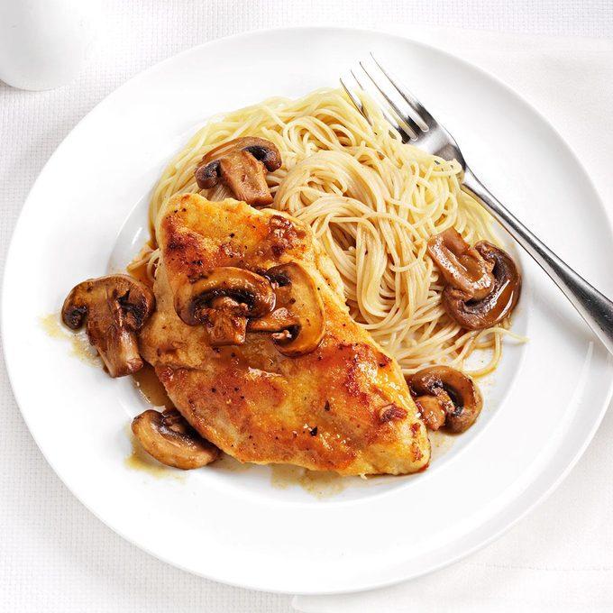 Speedy Chicken Marsala Exps164486 Th2379807b10 31 2bc Rms 1