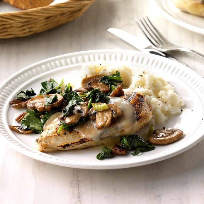 Spinach And Mushroom Smothered Chicken Exps Sdfm18 39907 C10 10 4b 2