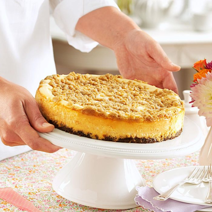 Streusel-Topped Apple Cheesecake