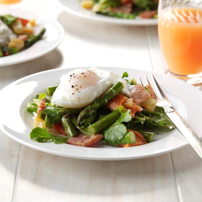 Twisted Eggs Benedict Salad