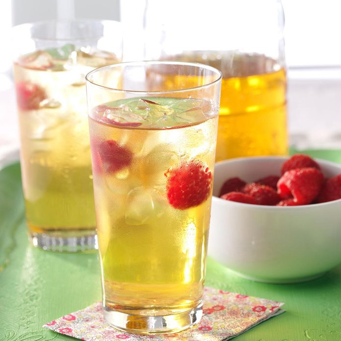 Refreshing Raspberry Iced Tea