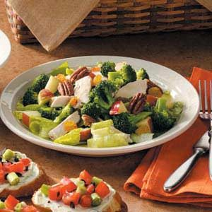 Chicken Broccoli Toss