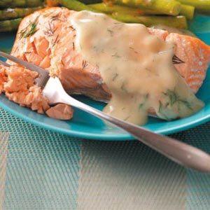 Moist Salmon with Dill Sauce