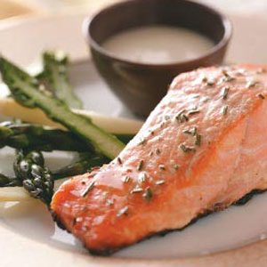 Grilled Salmon with Garlic Mayo
