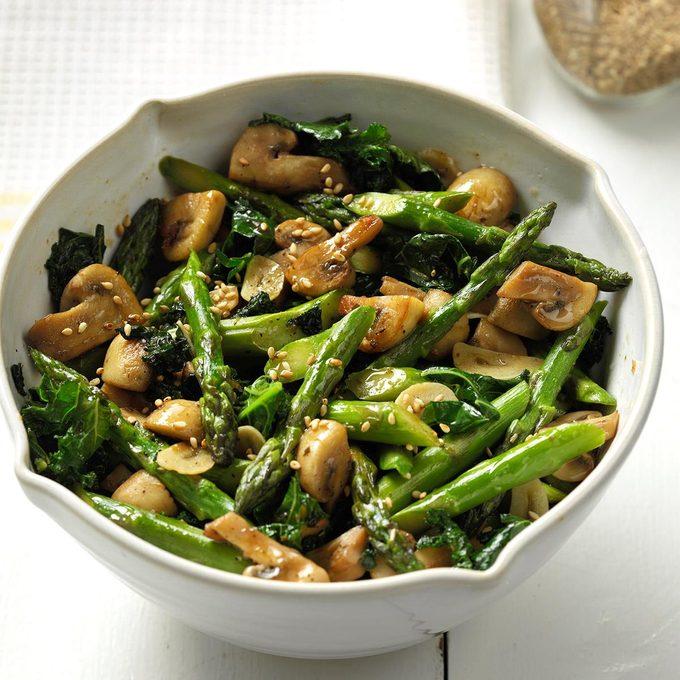 Fresh Thai Asparagus Kale And Garlicy Mushrooms  Exps Thjj18 213672 C01 31  4b 101