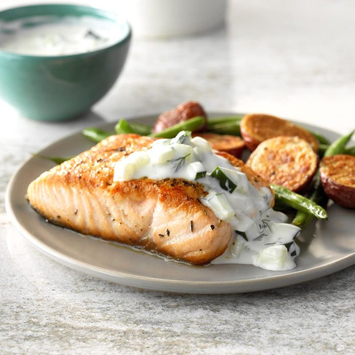 Pan Seared Salmon With Dill Sauce Exps Sdas18 133878 C03 29  10b 12