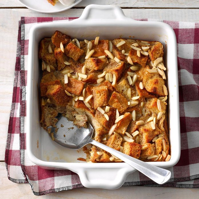 Chai Spiced Bread Pudding Exps Fbmz19 159439 E05 02 6b 2