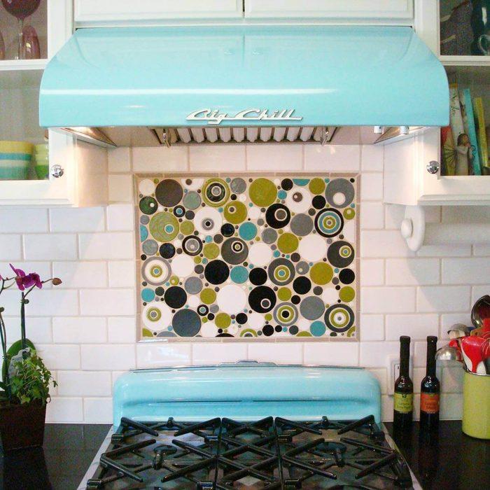 Kitchen with basic subway tile backsplash
