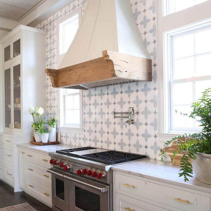 Kitchen featuring a victorian chic backsplash