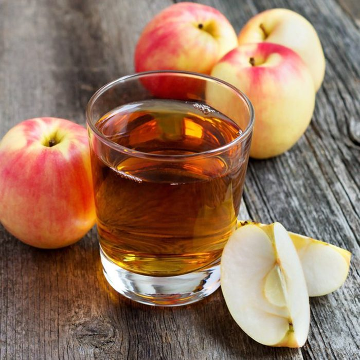 Apple juice and whole apples
