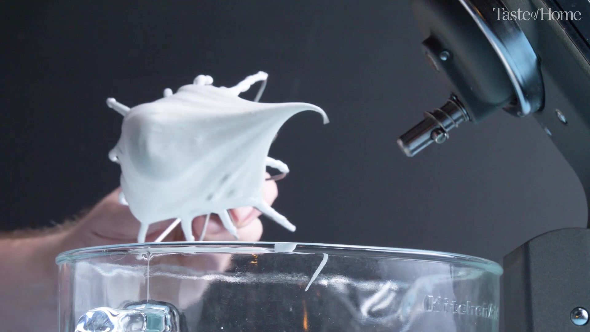 How to make macarons, stiff peak of meringue