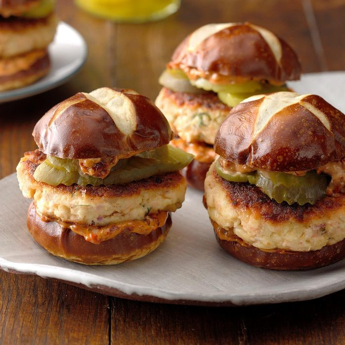 Salmon Sliders With Sun Dried Tomato Spread Exps Tham19 233120 B11 09 8b 5