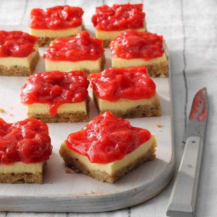 Strawberry Rhubarb Cheesecake Bars Exps Thjj19 232666 E02 19 3b 3