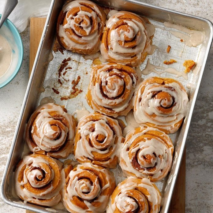 Gingerbread Cinnamon Rolls With Spiced Frosting  Exps Tohca19 204882 B03 19 6b Rms 1