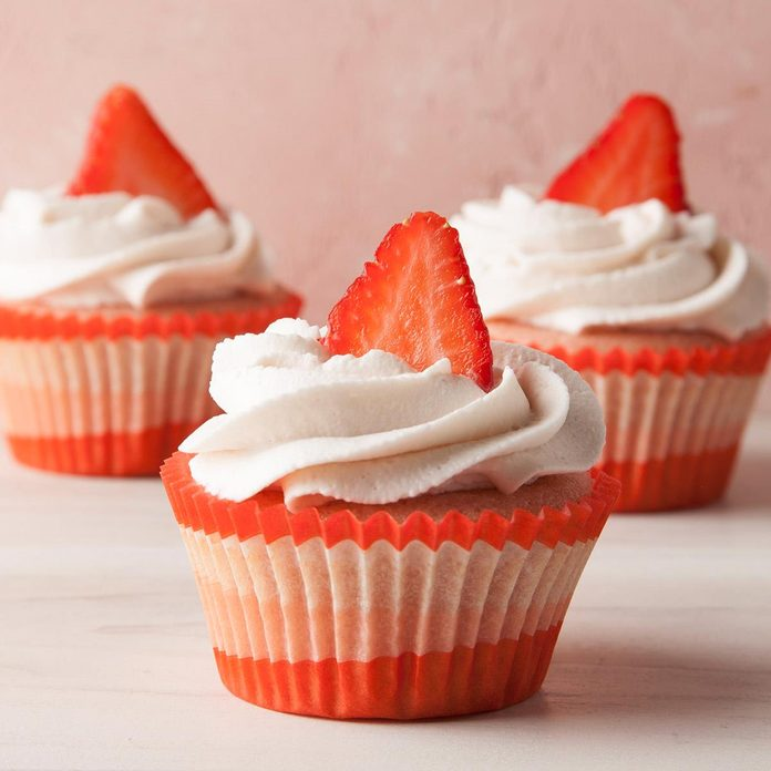 Strawberry Cupcakes With Whipped Cream Frosting Exps Ft19 242523 F 0619 1 7