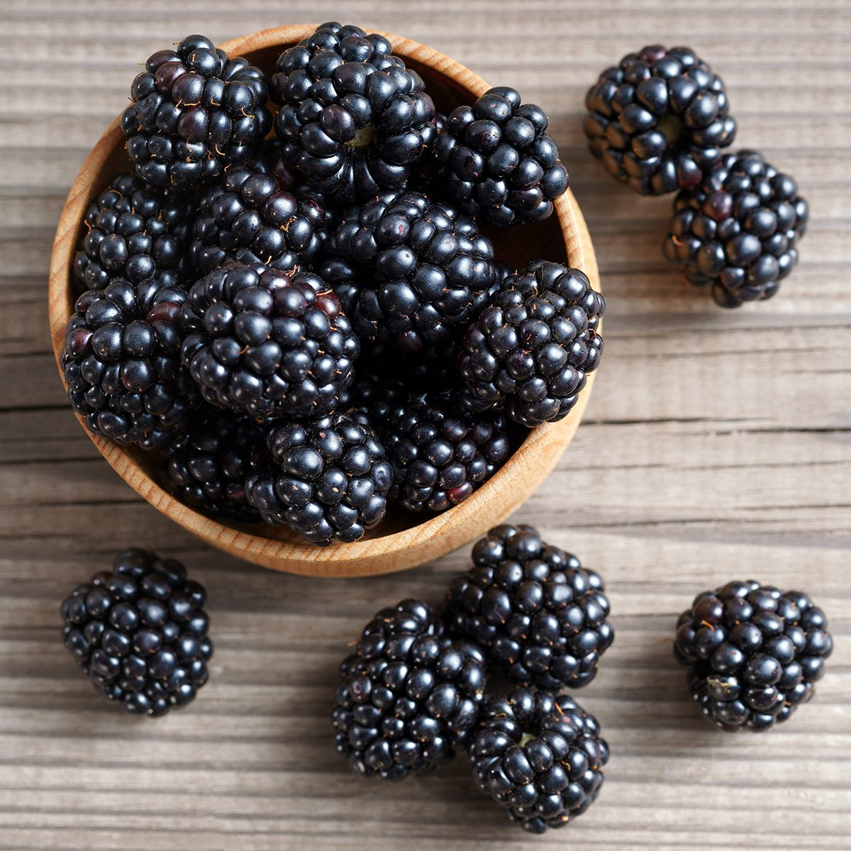 fruits for diabetics Deluxe blackberries in bowl on wooden background.